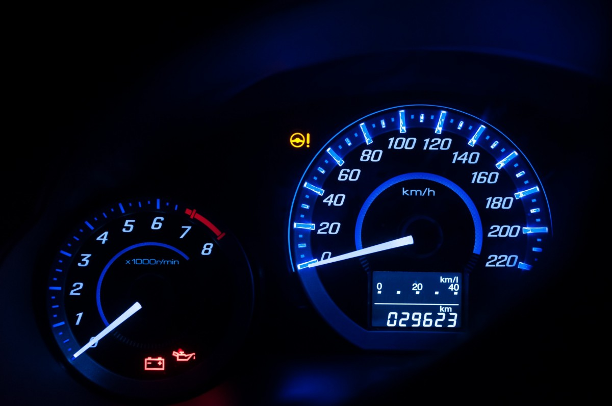 Car Dashboard with 0 RPMs and the oil light on
